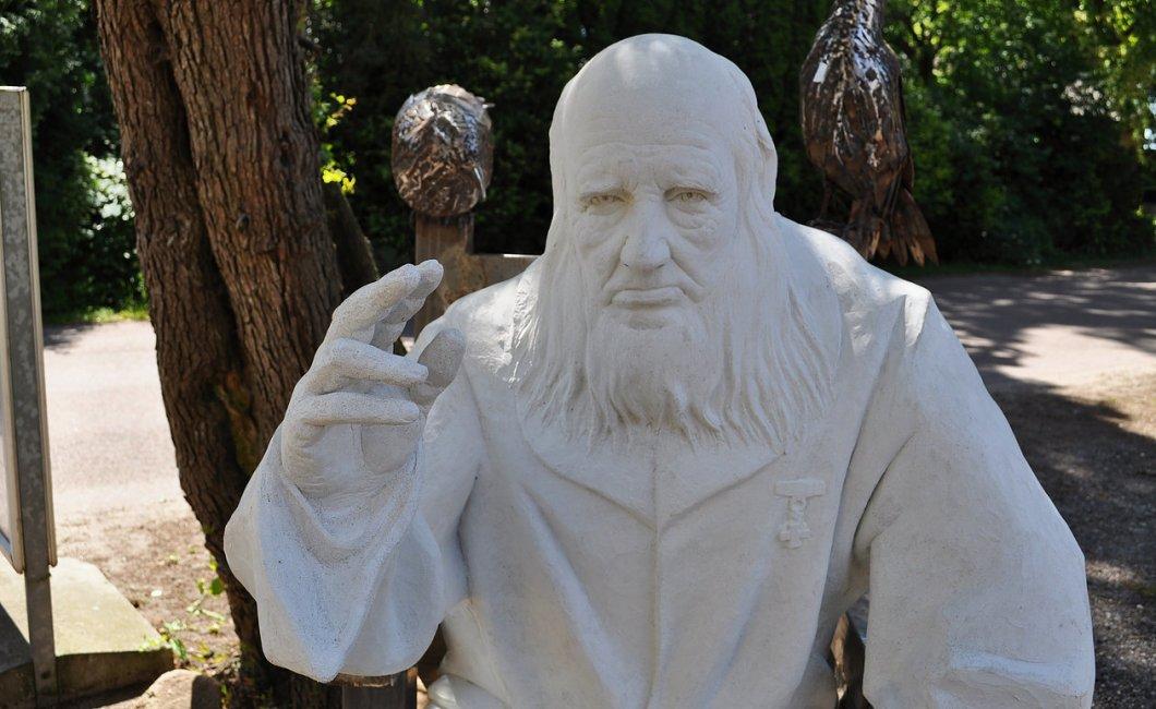 Rudme er en landsby på Midtfyn med en statue af Grundtvig.
