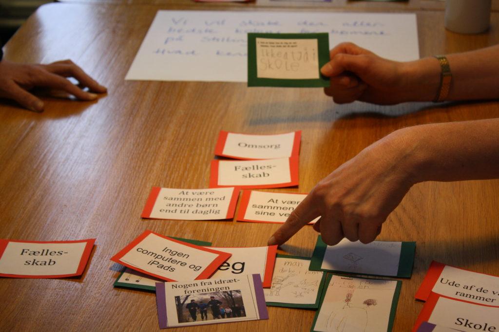 Tovejs' dialogspil til idéudvikling gør brug af cut-up-teknikken.