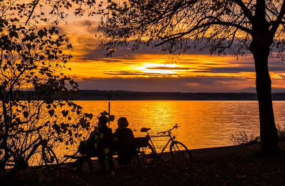 sunset_couple_bikes_b