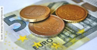 Gehaltsvorstellungen-Muenzen-und-Geldschein