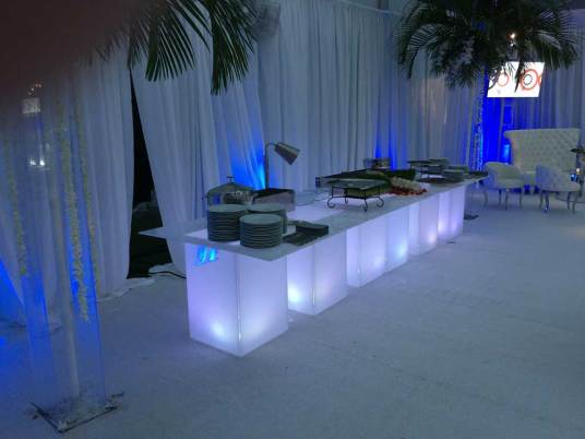 Illuminated_Buffet-Tables-Event-Production