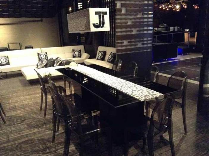 Black-Acrylic-Party-Table