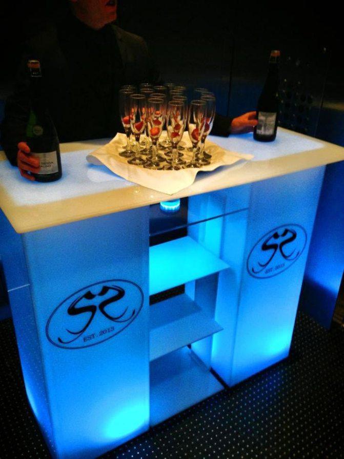 Eleavtor-Bar-with-corporate-logo
