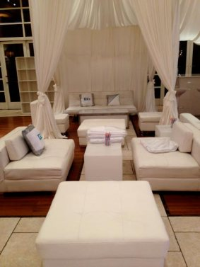 Event-furniture-with-privacy-booth