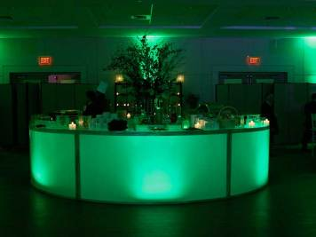 Full-round-illuminate-bar-with-matching-ambient-lighting