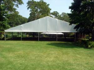 Giant-outdoor-tents-with-screens