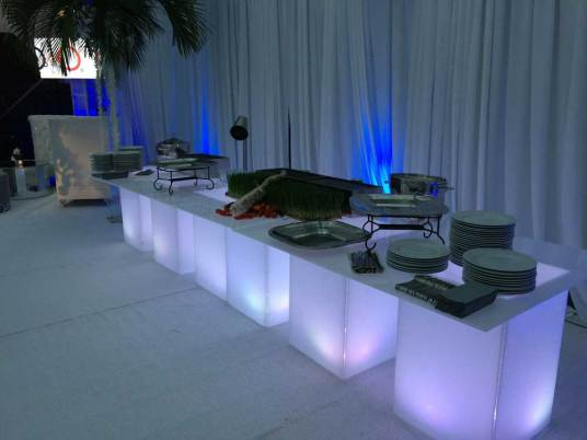 Illuminated_Buffet-Tables