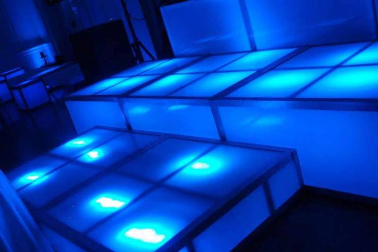 LED-cubes-decks-for-staging