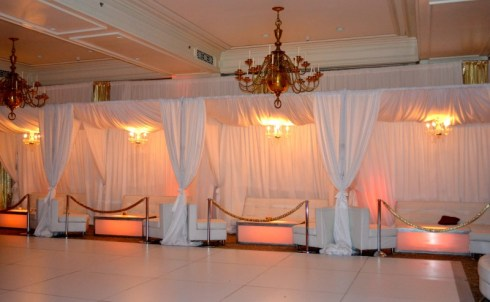 Privacy-booths-with-stanchions