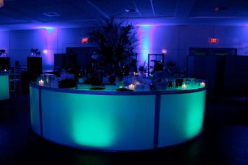 blue-mitzvah-round-illuminated-bar-with-large-centerpiece