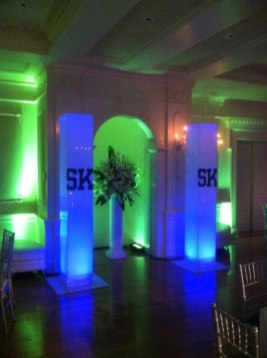 Customized-entranceway-with-lighted-customized-pillars-and-floral-bouquet