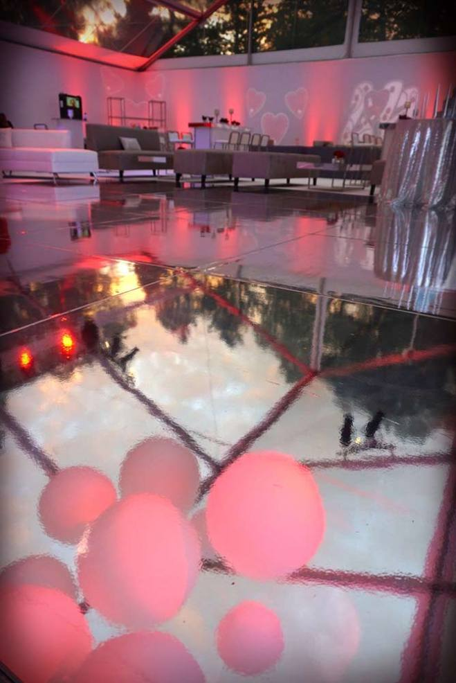 Mirrored-dance-floor-ceiling-treatement-with-orbs