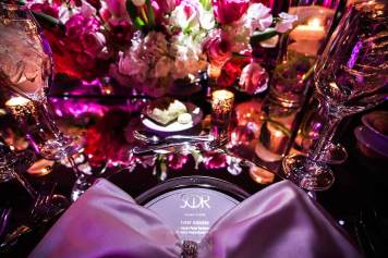 customized-charger-plate-with-pink-bow-event-table-with-flowers