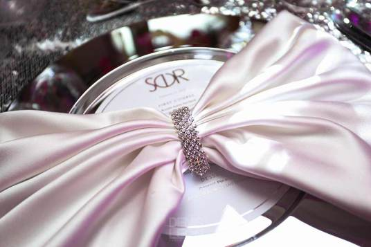 customized-charger-plate-with-pink-bow-silver-clasp