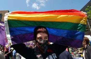 Rainbowflagprotester