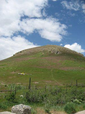 450px-Ensign_Peak,_5-24-2008
