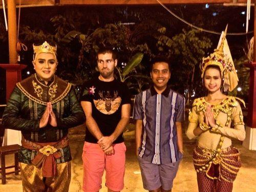 09-Siam-Niramit-Seb-Rex-with-performers