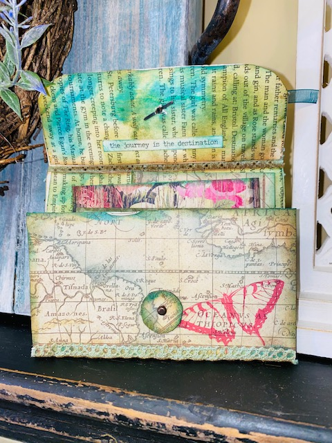 Trash to Treasure. Recycle Toilet Rolls into a Paper Pocket Purse. #upcycle #recycle #repurpose #paperart #junkjournal