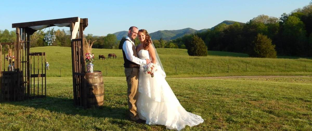 Smoky Mountain Wedding Venue Farm Weddings In Townsend