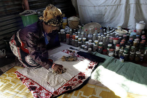 Traditional Healer in Botswana – Picture_ Simon Reeves