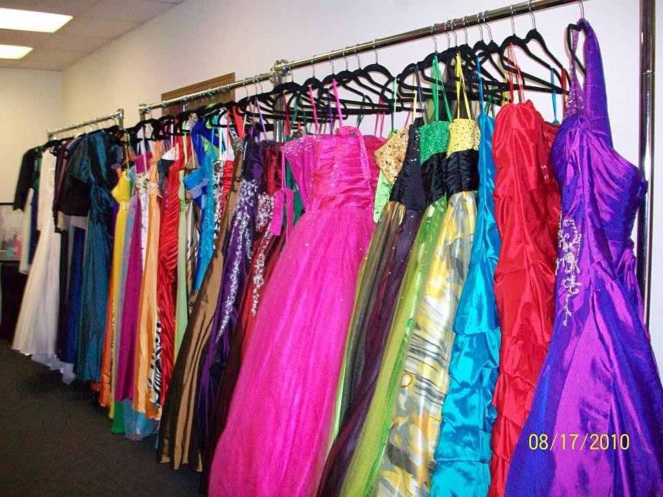 Cinderella S Closet Hosting Community Prom Dress Drive