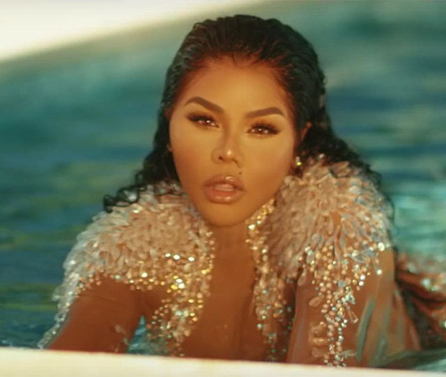 Lil Kim Shows Off Sexy Dance Moves In Nasty One Video