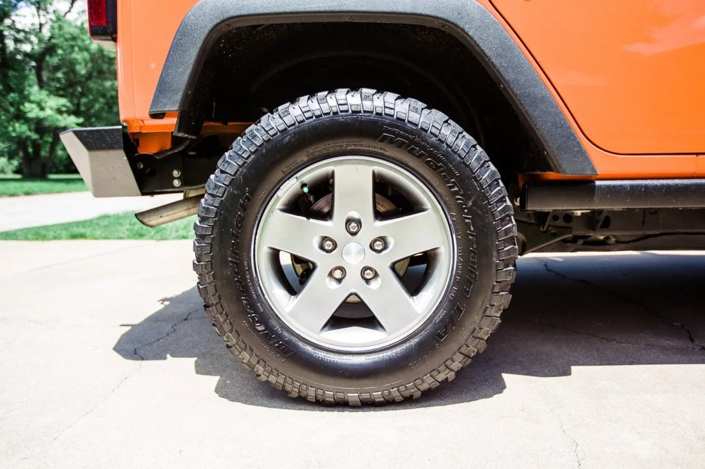 Jeep_tire_shine-10