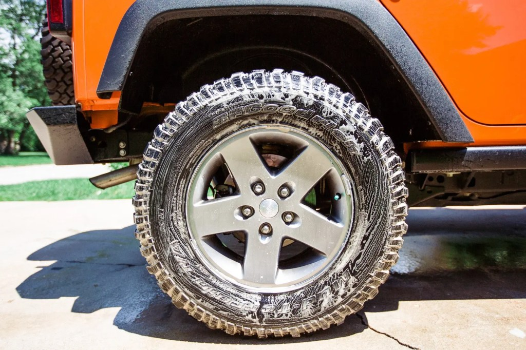 Jeep_tire_shine-8