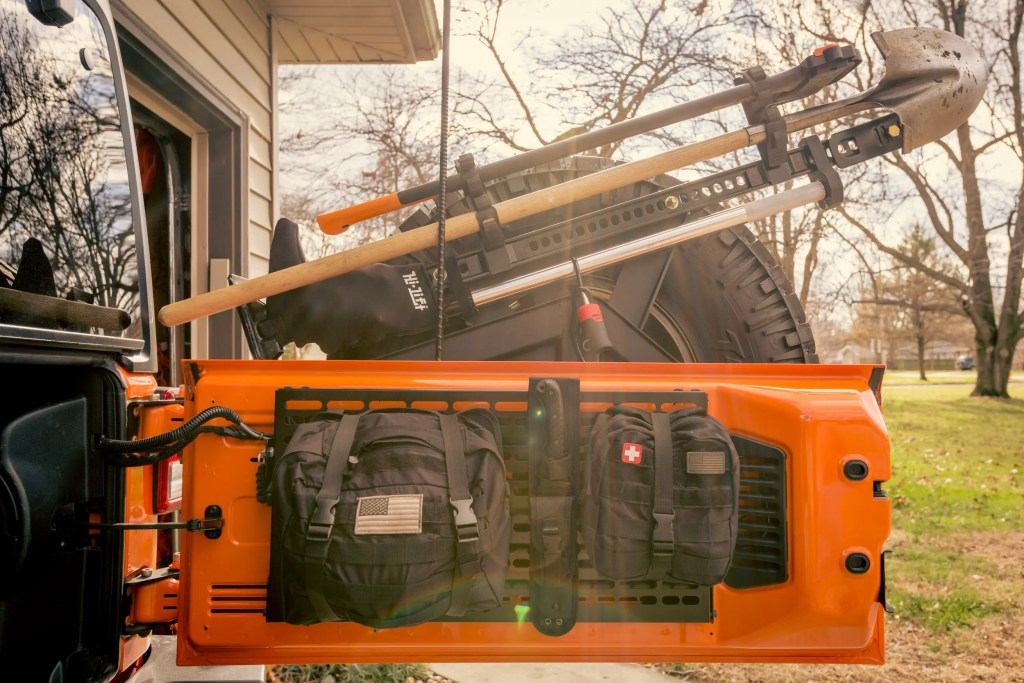 Hi-Lift / Quick Fist Accessory Bars on a Crawler Conceptz hi-lift mount