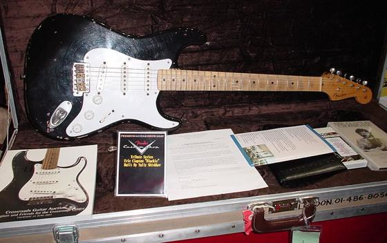 th_800px-Fender_Stratocaster_Blackie(Tribute_Model)
