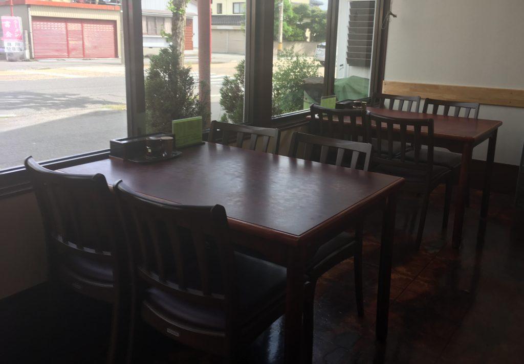 テーブル席その1