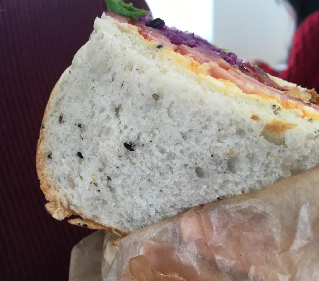 ふかふかの自家製パン