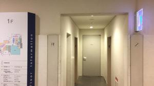 トイレ突き当たりに入り口があります