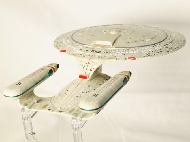 star_trek_the_next_generation-uss_enterprise_ncc-1701-d-15
