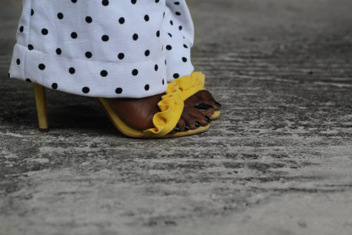 how to clash print ,print clash ,how to style black and white ,stripes and polka dot ,yellow beret ,styling beret ,striped shirt ,polka dot dungarees ,yellow box bag ,yellow sandal ,styling monochrome and yellow