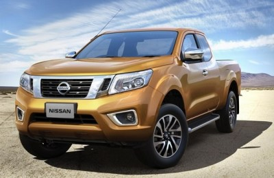 2015-Nissan-Navara-NP300-front-side-desert