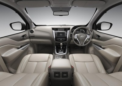 2015-Nissan-Navara-NP300-interior-side