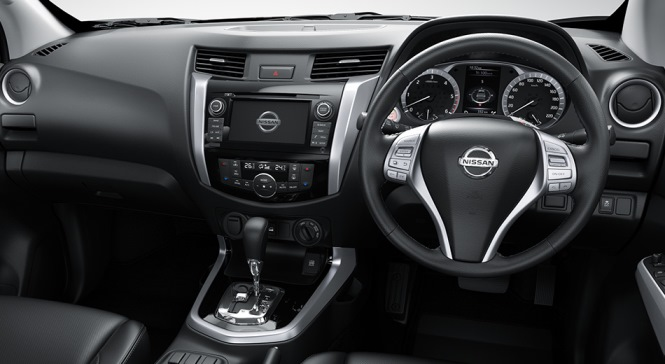 navara-np300-2015-redesigned-dashboard