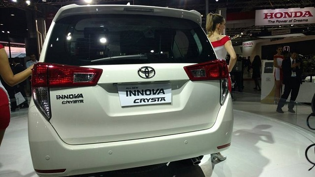 2018 toyota innova rear view