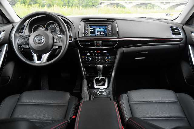 2018 Mazda 6 Station Wagon interior