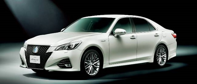 2018 Toyota Crown front view