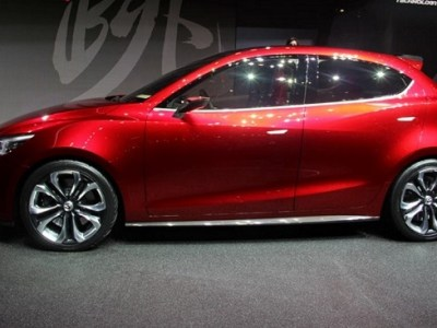 2018 mazda 2 side view