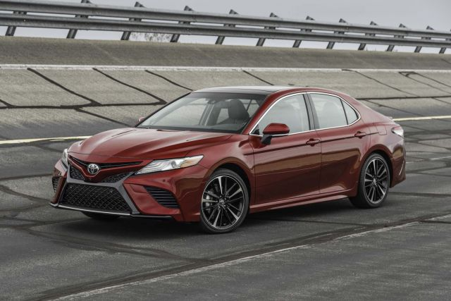2018 Toyota Camry SE front view