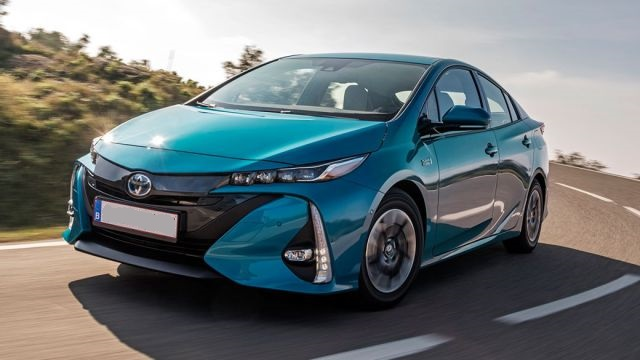 2019 Toyota Prius front view