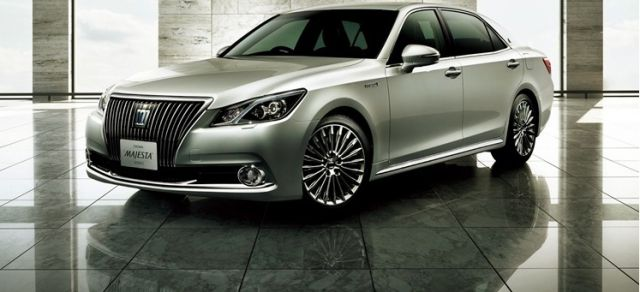 2018 Toyota Crown Majesta front