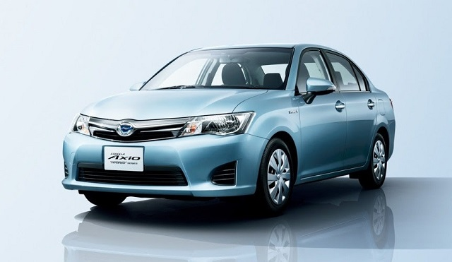 2018 Toyota Corolla Axio Hybrid front view