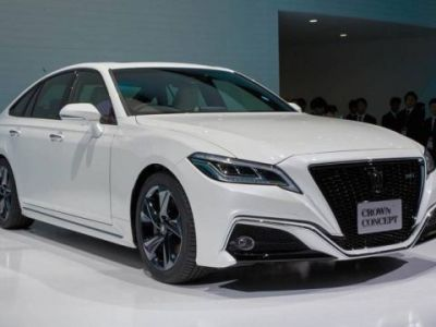 2019 Toyota Crown front