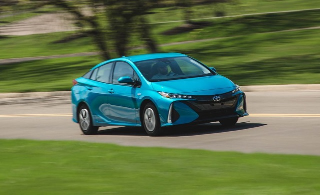 2018 toyota prius plug in hybrid front view