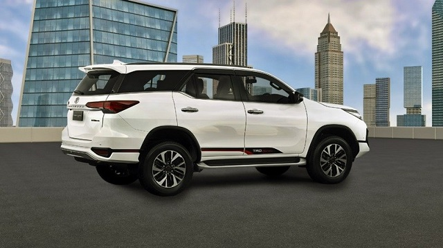 2019 Toyota Fortuner side view