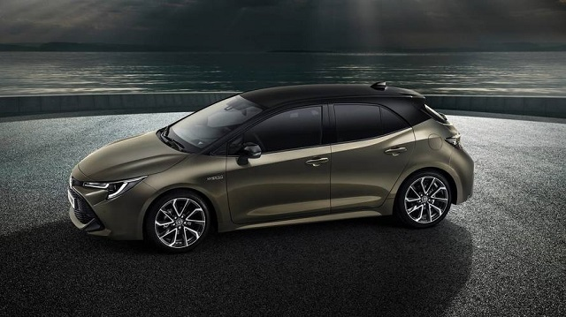 2020 Toyota Auris side view